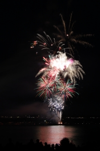 1420072_fireworks_over_columbus_river_1.jpg