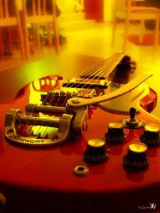 timos-guitar-1477570